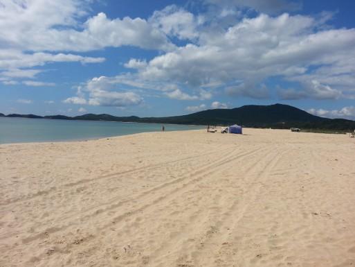 Справа от нас на втором пляже
