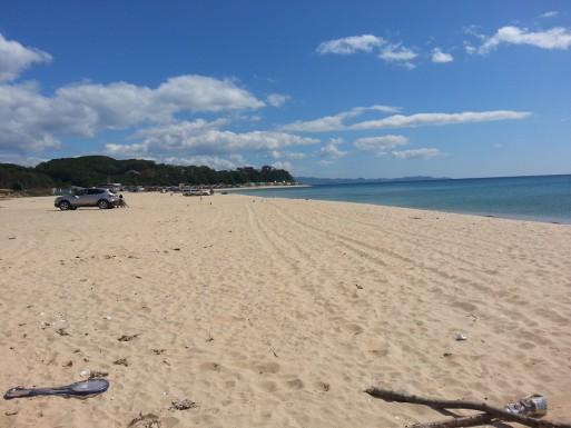 Слева от нас на втором пляже